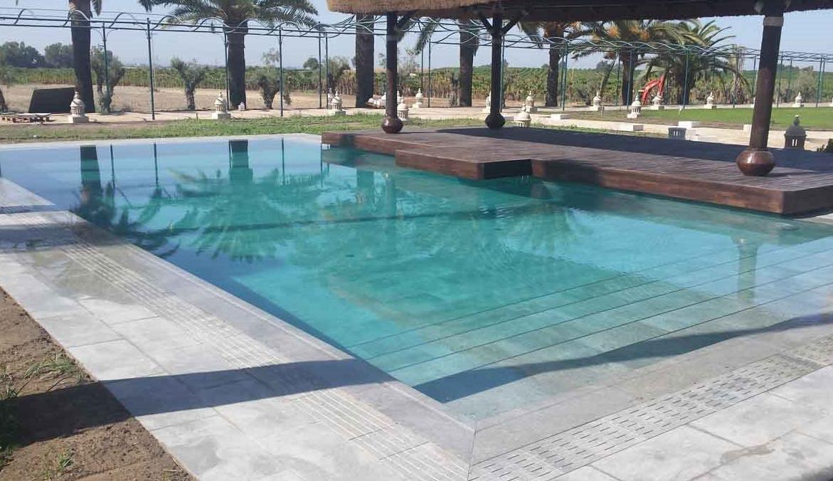 Tipos de piscinas proyectos setech reformas dom tica e for Precio de piscinas de cemento